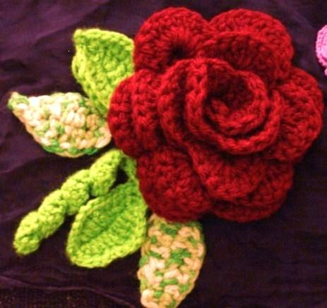 Crochet Rose Pattern : CROCHET ROSE WITH LEAF - Only New Crochet Patterns