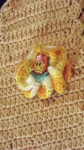 cute little happy crochet flower- by Glaser Crafts