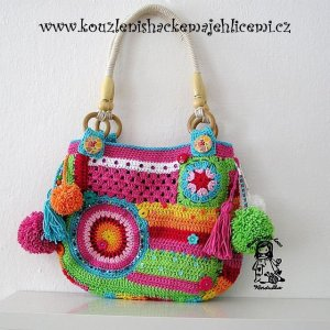 http://vendulkam.blogspot.ca/2013/05/crazy-rainbow-bag.html